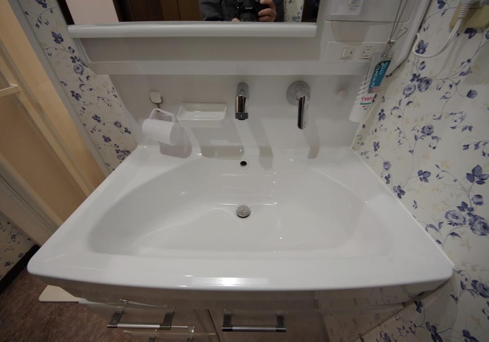 壁に掛ける収納で水回りを快適に:洗面室