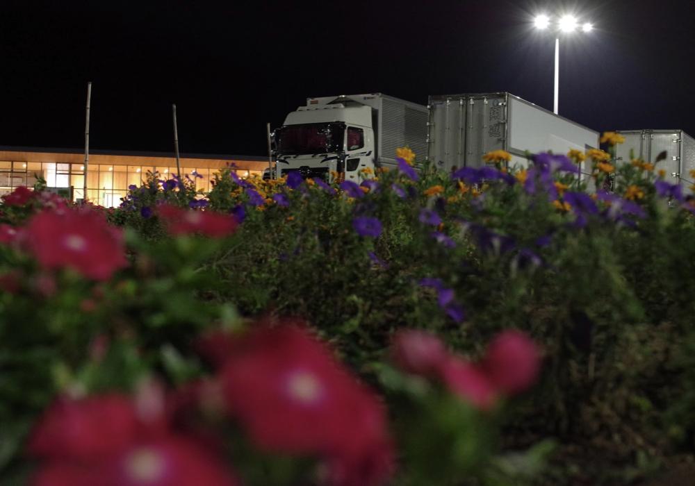 「上田 道と川の駅」深夜の道の駅で