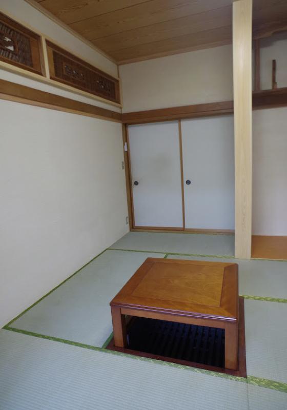 書院造りの茶の間、珪藻土で風格を保つ
