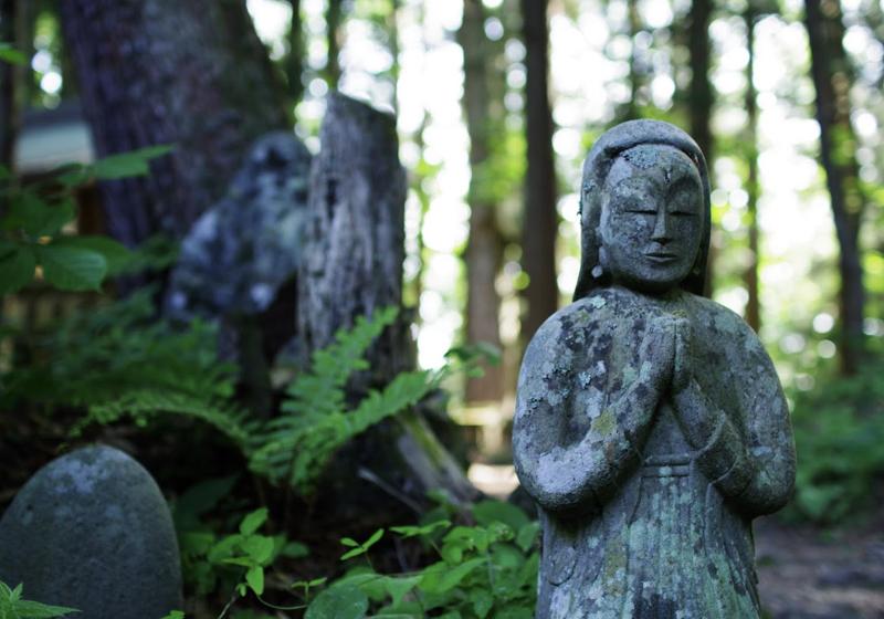 願いと祈りに満たされた、修那羅の石仏群