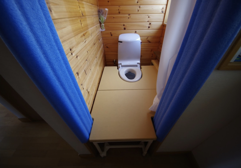 1帖のトイレをお座敷トイレにして、廊下から横付け移乗する