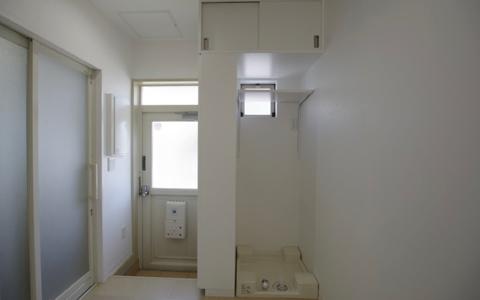 「兼ねること」でコンパクトに(3)洗濯室を兼ねる玄関室