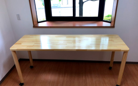 素材ではなく、「寸法と可変性」にこだわったダイニングテーブル