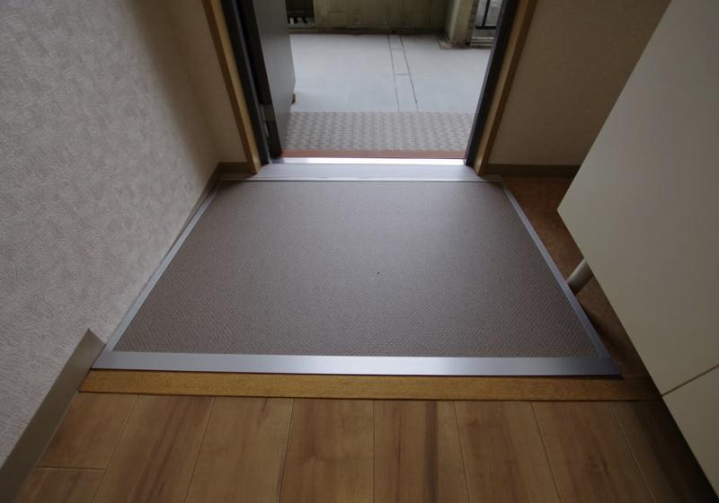 マンション玄関ドアの敷居段差(2)3cmの段差