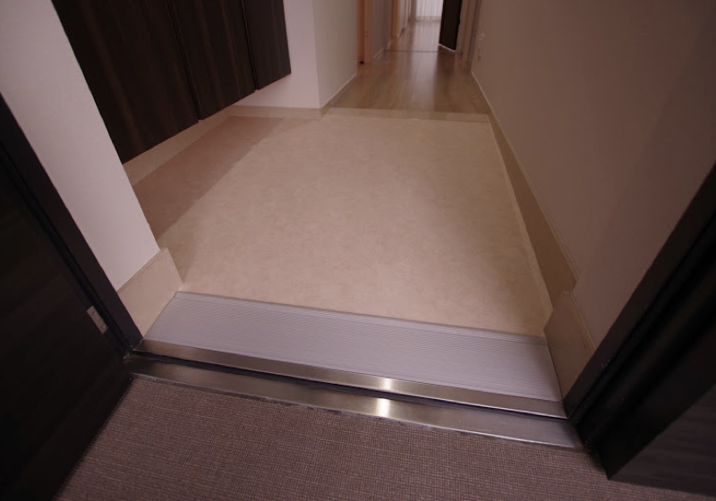 マンション玄関ドアの敷居段差(1)段差なし