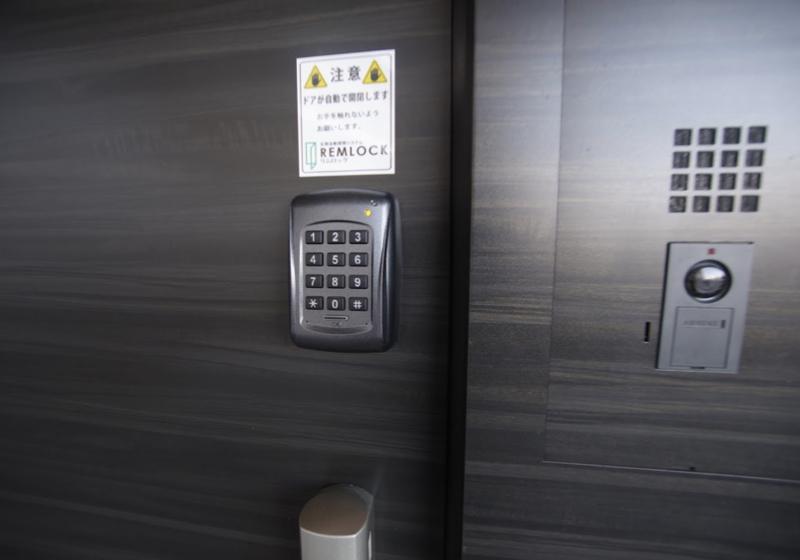 玄関ドアを自由に開閉できる、スイングドア自動開閉システム(2)