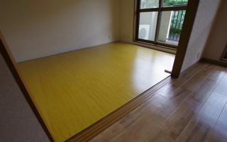ウッドカーペットを敷き込み、和室を寝室にする