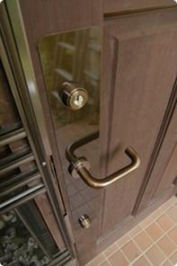 耐木製玄関ドアの鍵をピッキング対応に交換