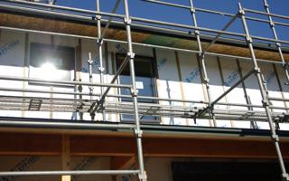 杉板貼りの2階建て:杉板貼りの下地