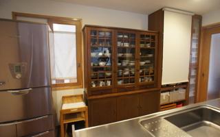 手持ちの食器棚に機能を追加する、造り付け食器棚