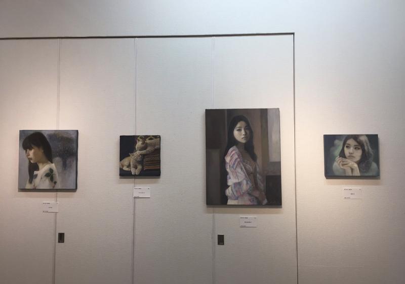 「Lights ~ 愛しい光たち」の24作品と、粉川江里子の代表作