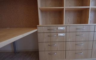 造り付け家具の引き出しの、取っ手や鍵の選定