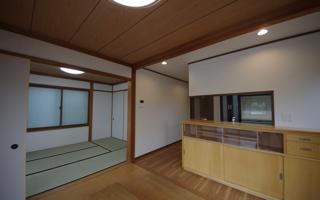 LDKと1階の和室。築18年のお住まいをリセットする