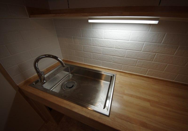 水栓の位置を使いやすい手前に取り付けること