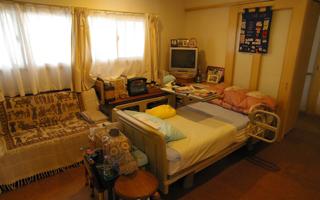 家族の気配を感じられる寝室と、隣接するトイレ