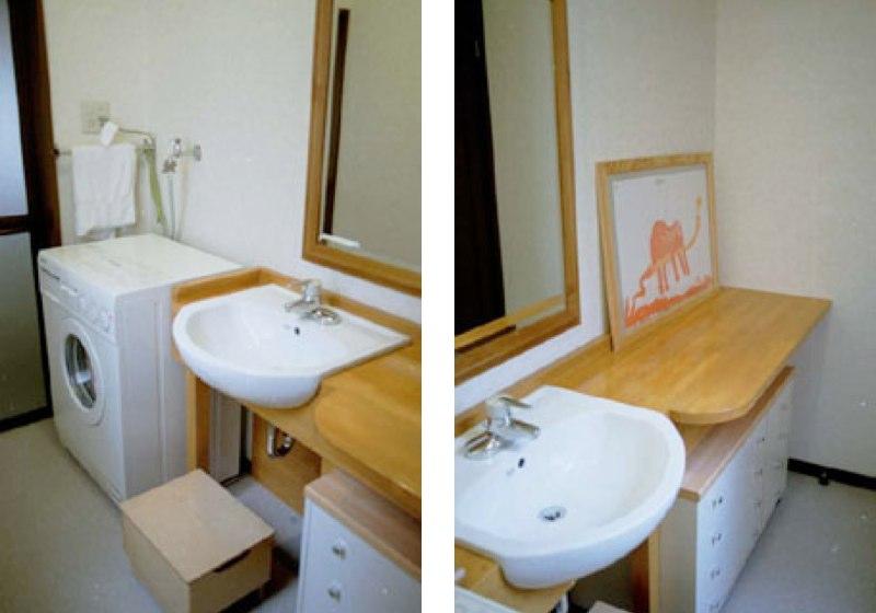 ベッドにもなる木製の洗面カウンター