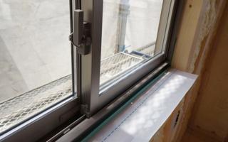 引き違い窓は、クレセントの高さに気を配る