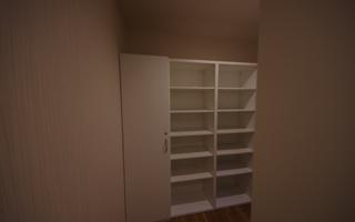 収納家具を組み合わせ、一望できるクローゼット