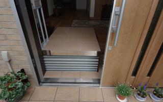段差のある玄関室に、応接機能を持たせたい
