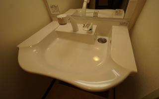車いすユーザー向け洗面化粧台、定番の2機種