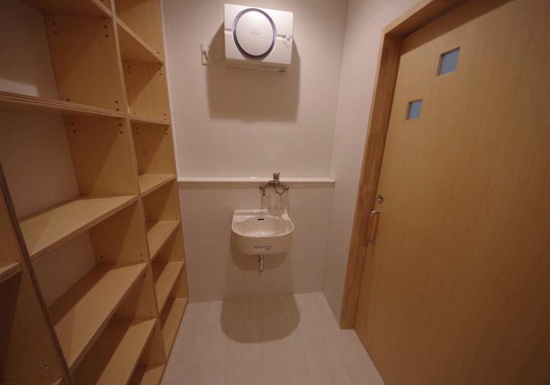 「便器の正面からまたがる」バリアフリーなトイレ