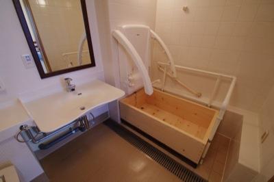「シャワー浴も湯船にもつかりたい」高齢者マンションのリフォーム