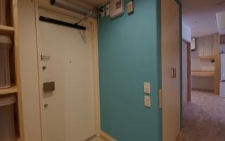 玄関ドアを自由に開閉できる、スイングドアオペレーター(1)