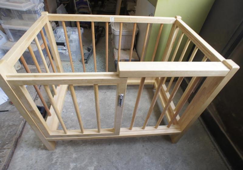 乳幼児の年齢に合わせた、木製ベッド
