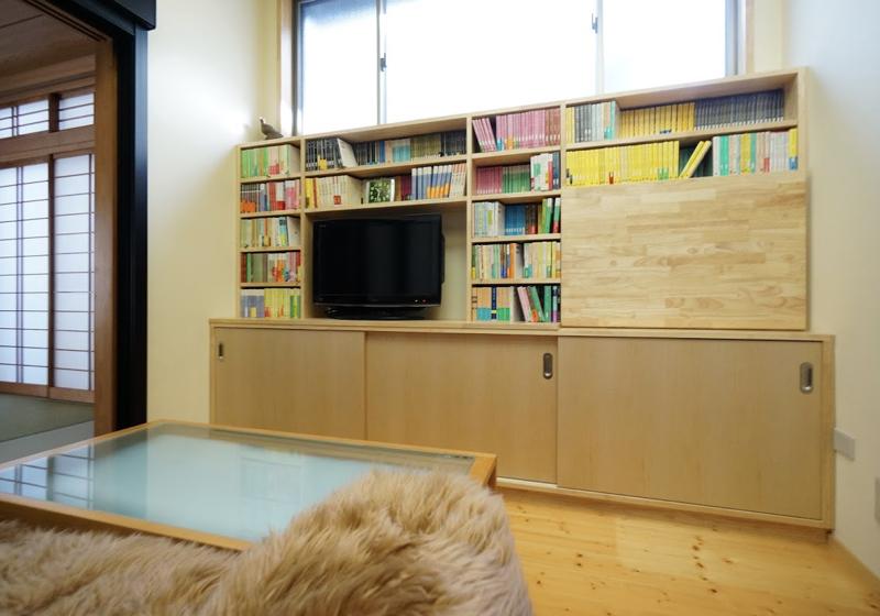 ライティングデスク付きの本棚