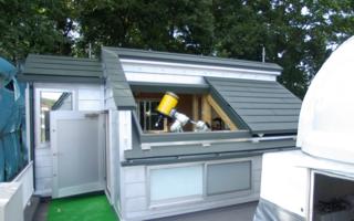 ペントハウスは、スライド屋根の天体観測室