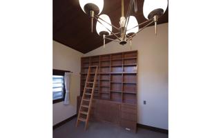 「1038冊」収納、はしご付きの大きな本棚