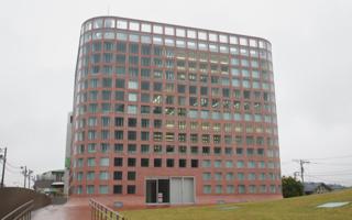 この福生市役所は何階建てなのでしょうか?