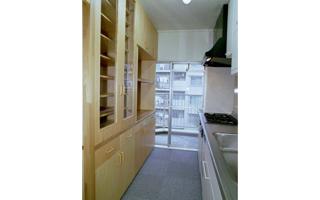 台所(3)- 作業には狭い方がいい時も