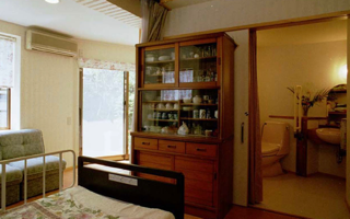 リビング - 常識を破り「居間兼寝室」も