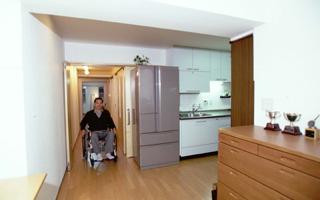 マンション(3)- ゆったり感が好評広い廊下
